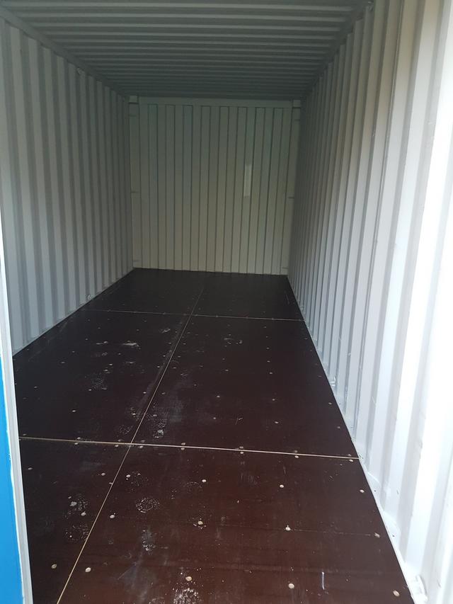 mua-ban-thung-container-ben-trong
